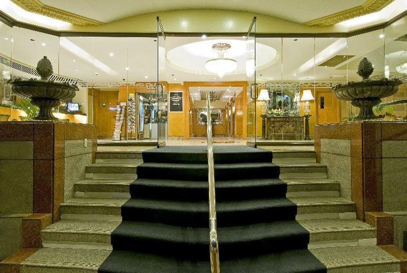 Berjaya manila hotel en makati destinia for Terrace 33 makati menu