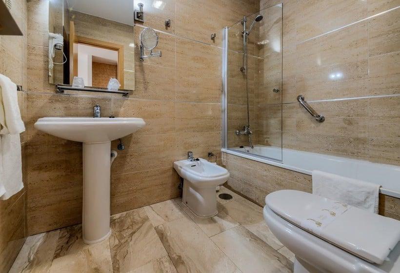 Cuarto de baño Loto Conil Hotel Apartamentos Conil de la Frontera