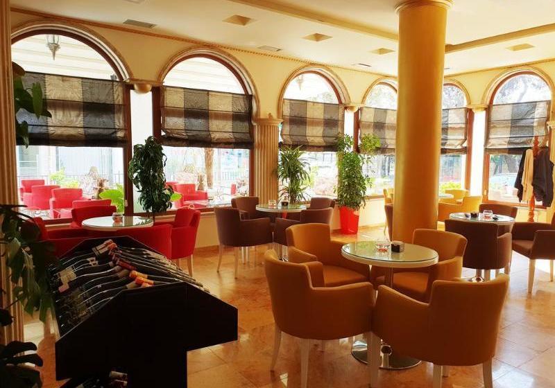 Hotel Ferrari Tirane Tirana Die Besten Angebote Mit Destinia