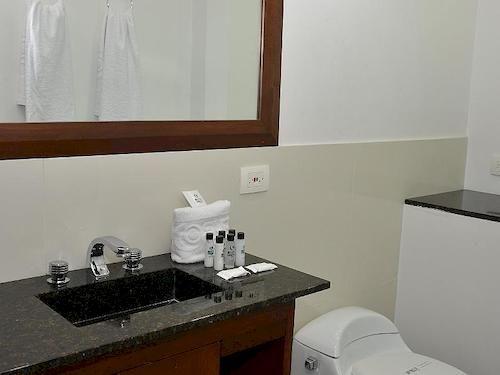 Hotel suite comfort en medell n desde 13 destinia for Habitacion familiar medellin