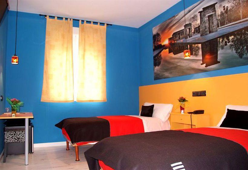 Hotel jc rooms puerta del sol en madrid destinia for Telefono puerta del sol