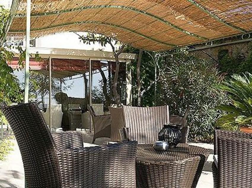 Hotel auberge c t jardin en conilhac corbieres destinia - Auberge cote jardin lezignan corbieres ...